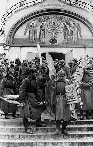 Bolsheviks-looting-a-church